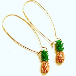 Beautiful Pineapple Shaped Earrings Goldtone